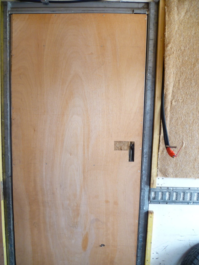 Notre mercedes 410 photos am nagement for Fenetre capucine
