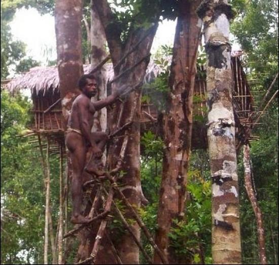 Tribu de papouasie rencontre l'homme blanc pour la 1ere fois