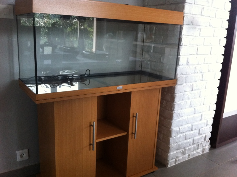 vends aquarium juwel rio 180 meuble 25. Black Bedroom Furniture Sets. Home Design Ideas